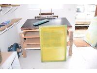 Screen printing bed, vacuum and screens