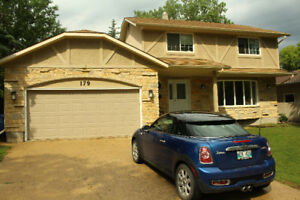 FOR RENT Fully Furnished Beautiful 2 Storey House in Charleswood