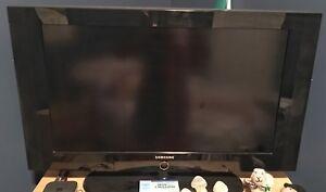"2008 32"" Samsung LCD TV"