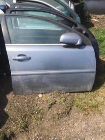 Vauxhall VECTRA 06 drivers door siver/grey 5door