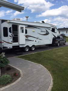 2010 Denali 31' Fifth Wheel in excellent condition