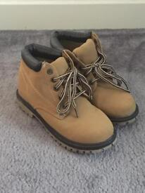 Boys boots size 2 worn once