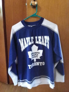 maple leaf jersey, not sure size, seems like adult small