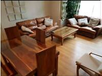 Large luxury one-bedroom apartment and parking Kirkstall 100m Headingley station