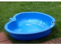 Sandpit/ball pit/water play