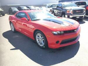 2015 Chevrolet Camaro LS Coupe (Only has 16,600 kms) Red
