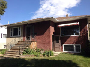 5 BEDROOM (3 UP / 2 DOWN) HOUSE FOR RENT 7605-110 st University