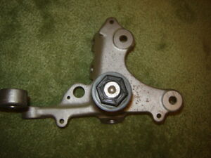2004 FORD MUSTANG SPINDLES