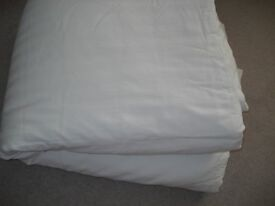 Single 7.5 tog duvet with white cotton striped cover