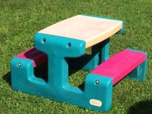 Picnic table - Table de pique-nique (LITTLE TIKES)