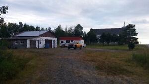 Terrain garage et roulotte