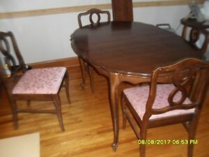 Dining Room table for 8 and hutch