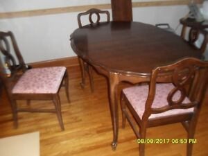 Dining Room table and chairs for 8, buffet and hutch