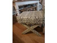 snake skin pufae seat
