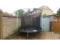 8 feet Trampoline in good condition with enclosure !!!