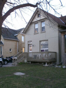 Hey students!!!!! 2 bedrooms available $550 all inclusive