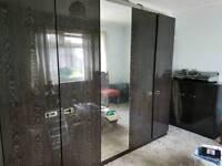 Black wood grain effect bedroom units (x4)