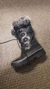 Khombu Winter boots in great condition. Size 6.
