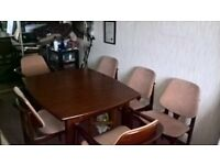 Extendable Hardwood Dining Table with 6 chairs. Very good condition