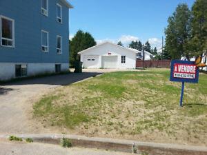 Terrain avec garage à Baie-Saint-Paul