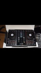 Traktor S2 with software in mint condition