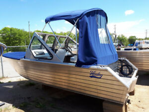 2017 Henley 18 DC Dual Console