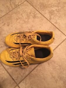 Size 3 Youth outdoor soccer cleats