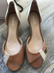 Women's brand names shoes, most new !!