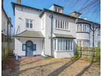 2 bedroom flat in Ockley Road, SW16