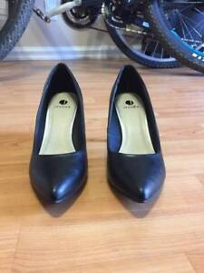 Variety of women's shoes *PRICES DROPPED*!