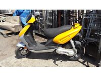 Moped 50 cc twist and go