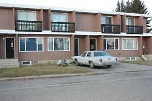 Pets OK! 2 BDRM Home in Picture Butte AB