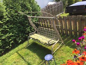 Balançoire et chaise longue