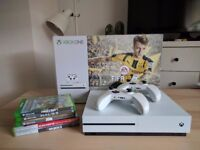 RARELY USED XBOX ONE S 500GB WITH 2 CONTROLLERS, MINECRAFT, DOOM, HALO 5 + MORE