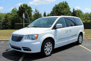 2016 Chrysler Town & Country Touring Stow & Go