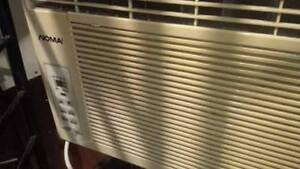 Air Conditioner Window less then 1yr Barely Used moving Sale