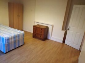 HUGE DOUBLE ROOM IN ZONE 1 IN A VERY QUIET AND CLEAN FLAT. ALL BILLS INVCLUDED
