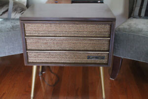 VINTAGE RECORD CHANGER/PLAYER
