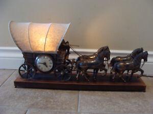 Vintage United Chuckwagon Metal Desk Mantle Clock Lamp
