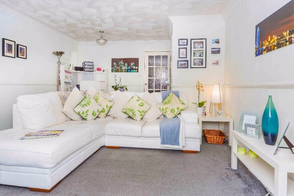 Bright double room to let in beautiful 2 bedroom house in docklands