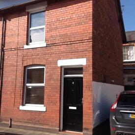 Immaculate 1x double bed Terrace House Newtown Chester ideal for professional couple