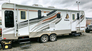 Extreme Edition 2009 28' Prowler travel trailer Mint condition