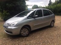 **STUNNING LOW MILEAGE PICASSO - 1YRS MOT**