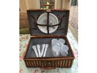 Picnic Hamper With Plates Mugs & Cutlery
