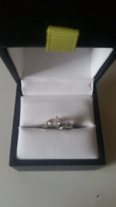 19kt White Gold Ring, Center Stone 0.25 ct, Size 5.5