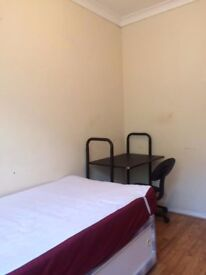 Large Nice Single room in West London discount price at Barnes,free wifi,DC-2; SW15 5RL