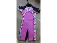 SURFERS WIPEOUT CHILDS SHORTY WET SUIT CHILDRENS KIDs 10-12 Black Pink Flowers