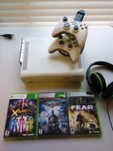 Xbox 360 120gb hdd with 2 Controllers,Charging Dock and 3 Games