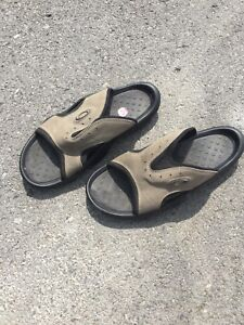 Men's Oakley sandals size 11