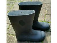 KIDS BLACK WELLINGTON BOOTS SIZE 13